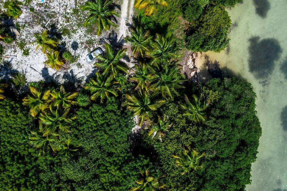 Straße in Punta Allen Sian Ka´an Nationalpark Lagune Meer