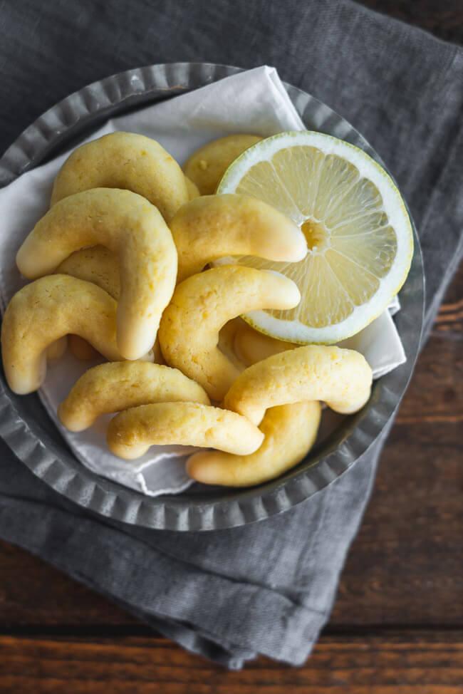 Zitronenkipferl Vanillekipferl mit Zitrone Plätzchen Weihnachtsplätzchen Klassiker backen Weihnachten Christmas Xmas Zitrone einfach
