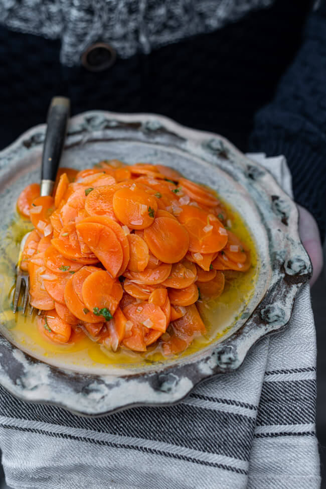 Karottensalat mit Petersilie vegan einfach Beilage Salat Möhren Karotten Zwiebeln Vinaigrette Winter vegan vegetarisch veggie gesund