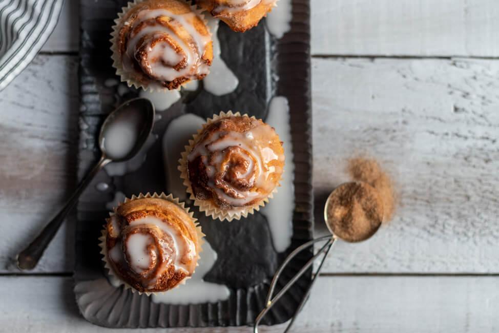 Zimtschnecken Muffins mit Glasur