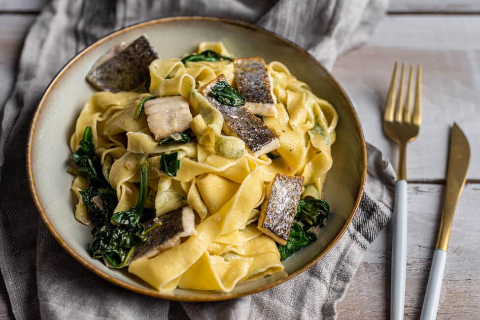 Dill-Psta mit Forelle und Spinat Filet Fisch Nudeln selbstgemacht Kräuter frische Pasta Vollei Semola Blattspinat Rahmspinat