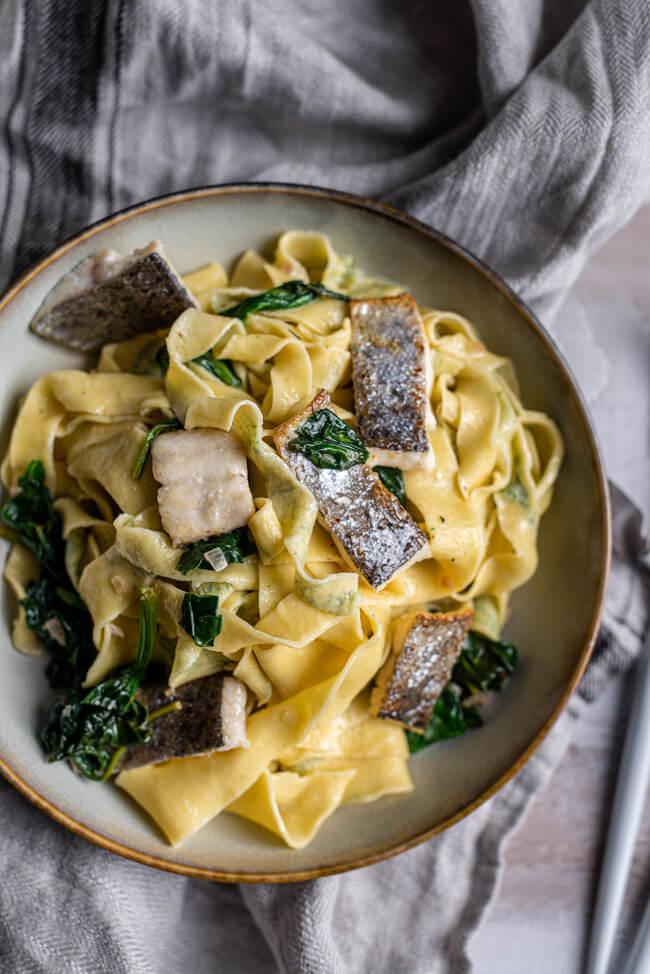 Dill-Pasta mit Forelle und Spinat Filet Fisch Nudeln selbstgemacht Kräuter frische Pasta Vollei Semola Blattspinat Rahmspinat
