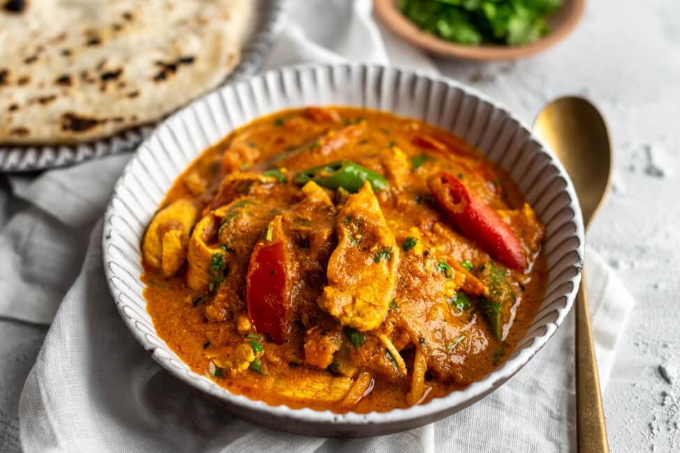 Ginger-Chicken-Curry mit Kräutertopping und Roti | Die Küchenschlacht