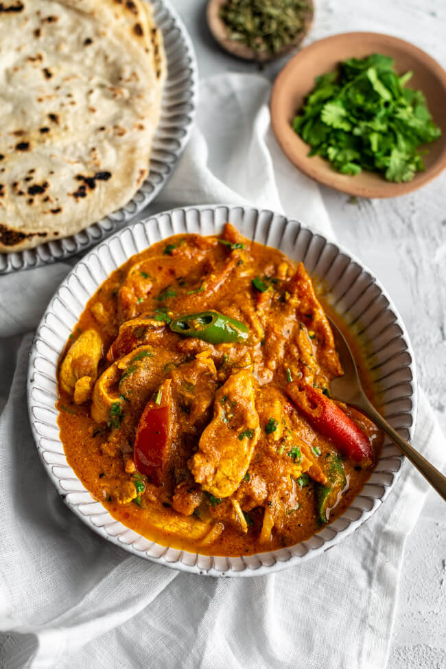 Ginger Chicken Curry aus Kitchen Impossible Roti Brotfladen Dubai Tim Mälzer Jan Hartwig Ravi Indien Indisch Pakistan VOX Originalrezept Eintopf Koriander Hähnchen Curry mit Ingwer