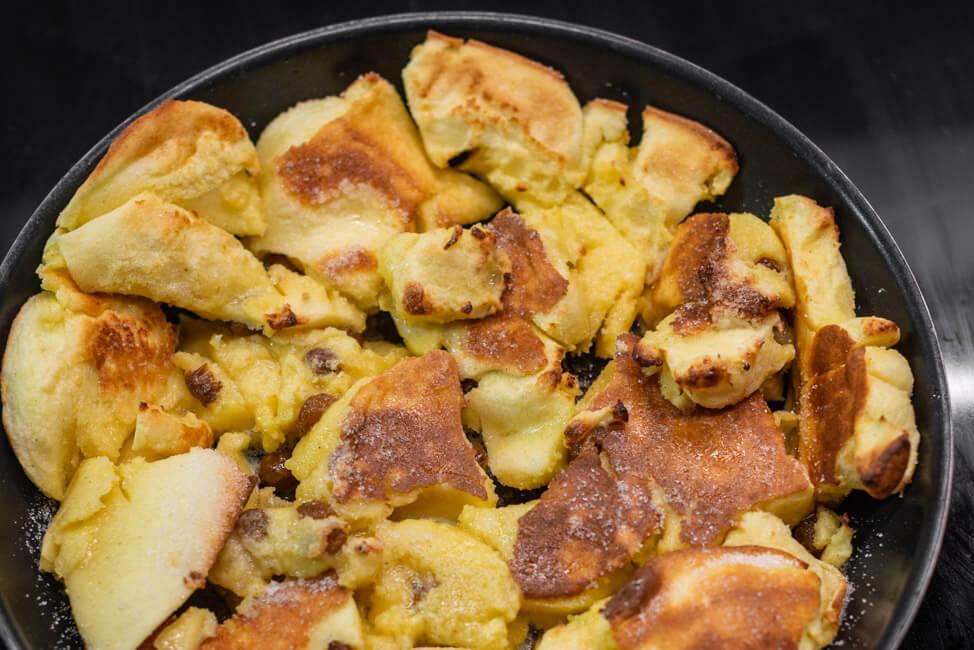 Kaiserschmarrn Schritt für Schritt Rum Rosinen Pfanne Ofen