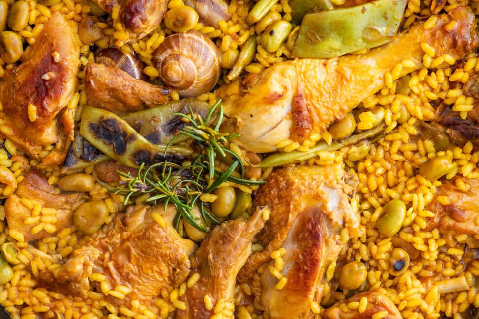 Paella Valenciana aus Kitchen Impossible Spanien Rafael Vidal Tim Rau Tim Mälzer Hühnchen Kaninchen Schnecken Rosmarin Safran Salz Bohnen Saubohnen Reisgericht Pfannengericht