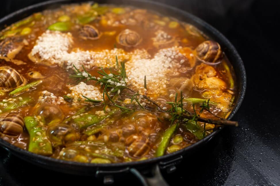 Paella Valenciane kochen Schritt für Schritt