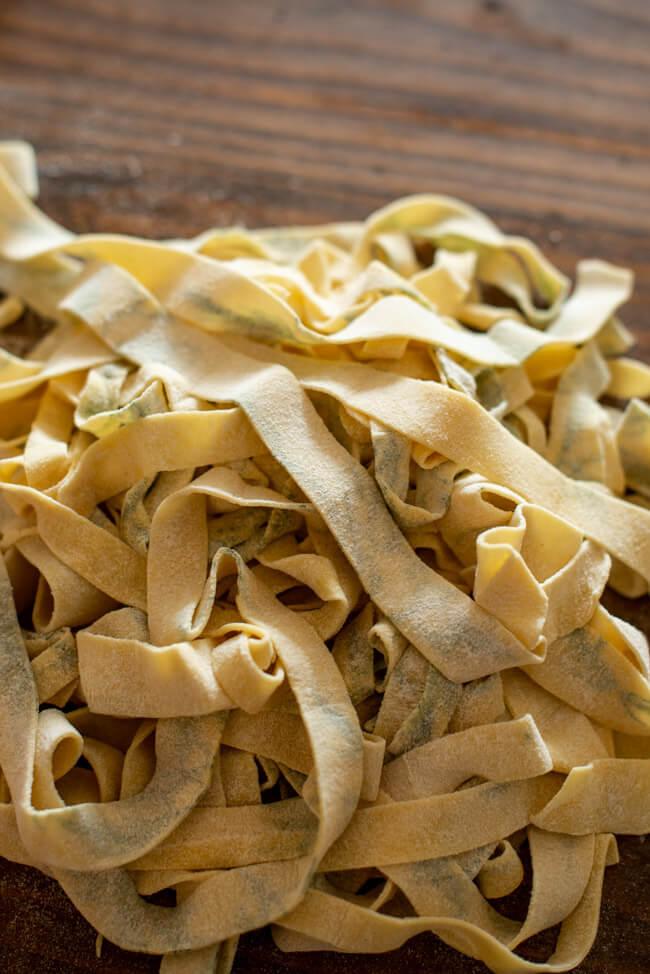 selbstgemachte Pasta mit Dill frischer Nudelteig Nudeln