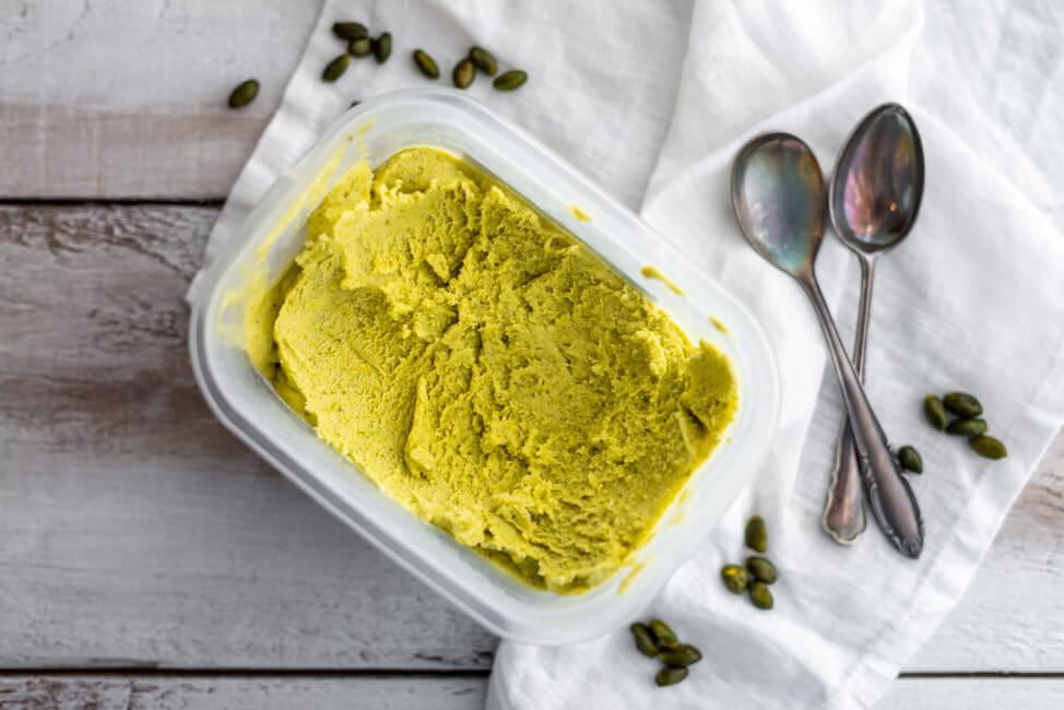 Pistazieneis aus Kitchen Impossible ohne Ei Milcheis Speiseeis selbstgemacht Johannisbrotkernmehl Milch Sahne Zucker