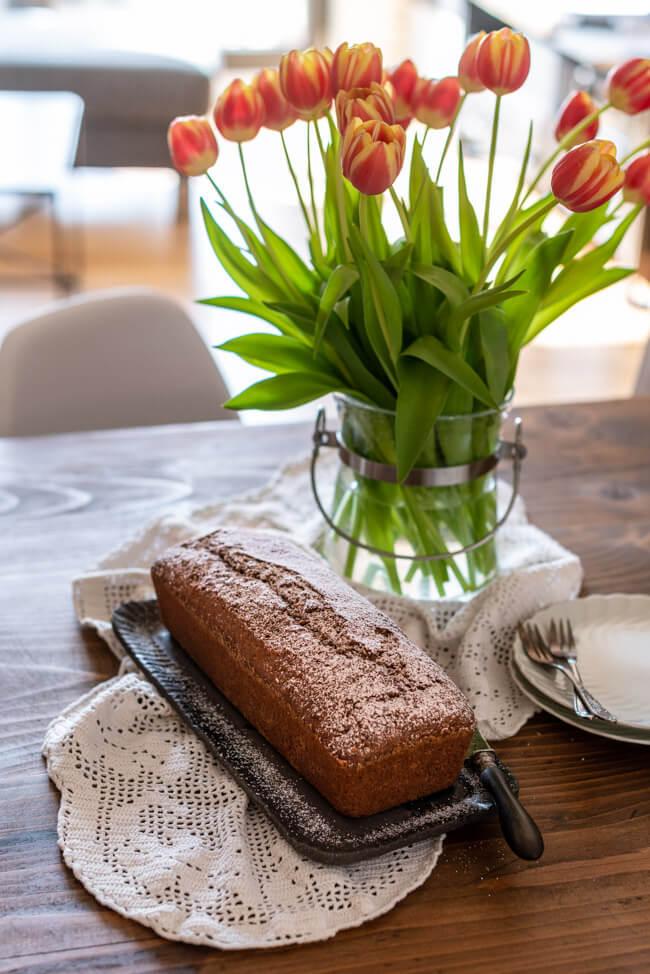 Karottenkuchen Ostern Kastenkuchen saftig Rührteig Haselnüsse Schokolade Karotten Möhren einfach Frühling