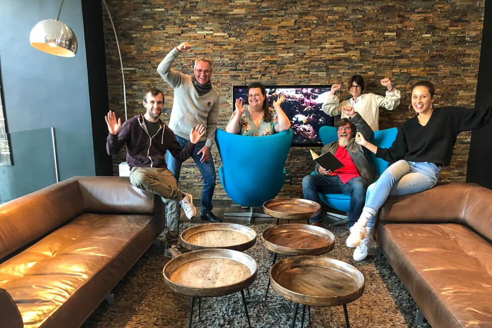 Gruppenbild der Kandidaten von Die Küchenschlacht im ZDF. Nico, Michael, Tina, Alexander, Maren und Luisa.