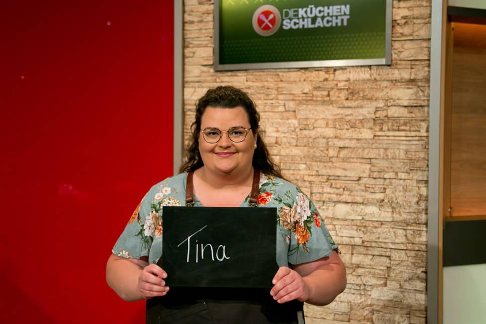 Portrait von Foodbloggerin Tina Kollmann im Studio von Die Küchenschlacht.