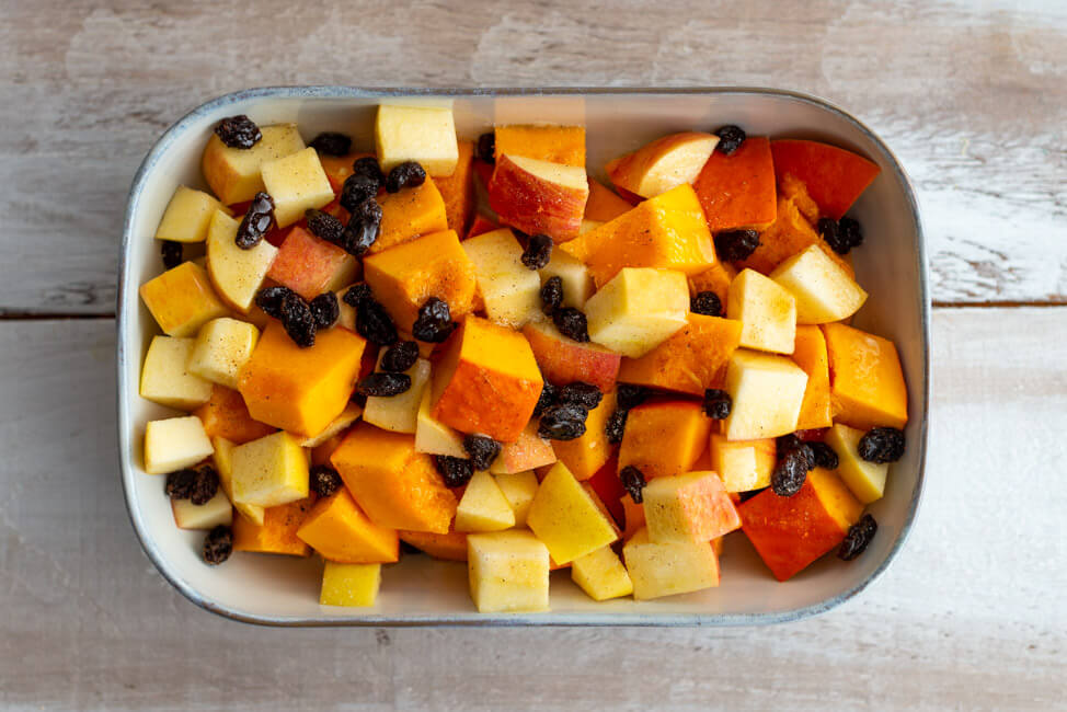 Kürbis-Apfel-STampf mit Rosinen und brauner Butter ist eine köstliche Beilage für Thanksgiving oder Weihnachts Truthahn.