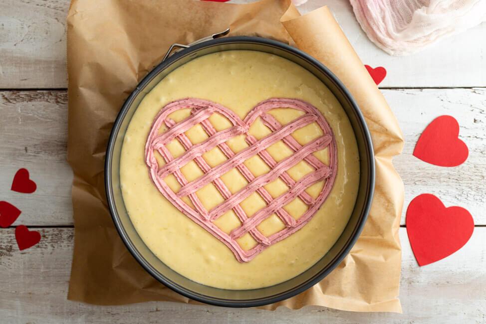 Herzkuchen zum Valentinstag vor dem Backen.