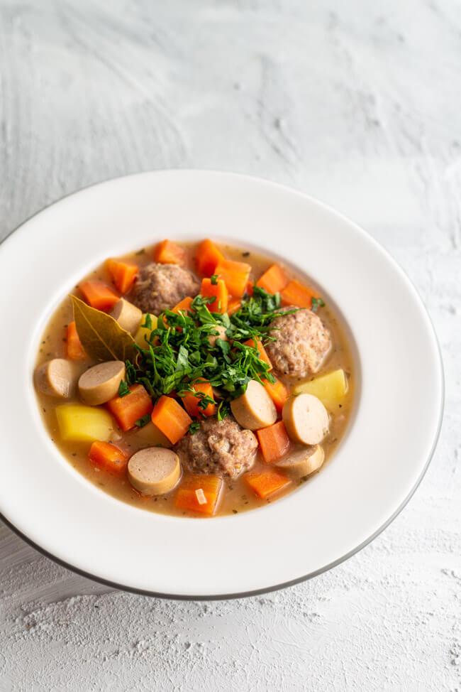 Karottensuppe von Christa Pietsch aus Kitchen Impossible mit Kartoffeln, Hackbällchen und Kartoffeln.
